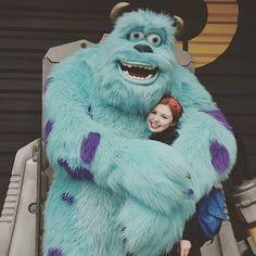At Disneyland Paris, you're never too big for a hug! ✨❤️✨ A Disneyland Paris, on est jamais trop grand pour un câlin ! #Disneylandparis #MonstersInc #Hug (Credit:@thatdisneylover)