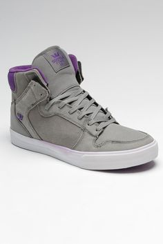 Supra Vaider so so so much want. Supra Sneakers, Supra Shoes, Sneakers N Stuff, High Top Sneakers, Me Too Shoes, Men's Shoes, Mens Fashion Winter Coats, Comfortable Mens Shoes, Boyfriend Style