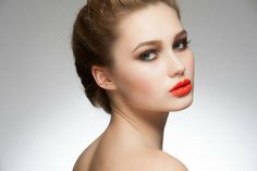 Orange lips are a trendy and a sizzling hot summer look. Try pairing orange lips with soft brown smokey eyes for a beautiful evening makeup. Here's how to get the look using natural products.