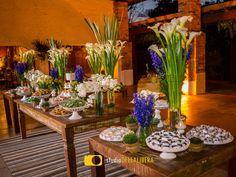 Casamento no campo, realizado em Piracicaba, no belo espaço Haras, mesa do bolo, decoração com copos de leite, com o toque da Verde Total decorações