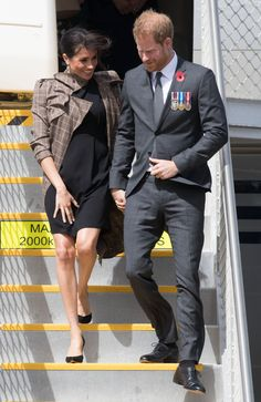 Prince Harry, Duke of Sussex and Meghan, Duchess of Sussex arrive at Wellington airport on October 2018 in Wellington, New Zealand. The Duke and Duchess of Sussex are on their official Get premium, high resolution news photos at Getty Images Serena Williams, Diana Williams, The Duchess, Meghan Markle Prince Harry, Prince Harry And Meghan, Antonio Berardi, Dion Lee, Gillian Anderson, Karen Walker