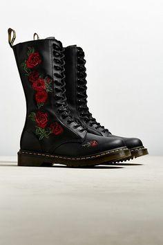 Dr. Martens Vonda Rose Boot