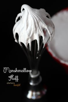 Don't be afraid of homemade marshmallows. This homemade marshmallow fluff recipe is straight forward and ready in 20 minutes. Marshmallow Fluff Frosting, Homemade Marshmallow Fluff, Homemade Marshmallows, Best Dessert Recipes, Fun Desserts, Delicious Desserts, Fluff Recipe, Fat Burning Foods, Frosting Recipes