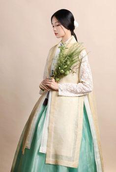 Korean Fashion – How to Dress up Korean Style – Designer Fashion Tips Korean Traditional Clothes, Traditional Fashion, Traditional Dresses, Korean Dress, Korean Outfits, Ethnic Fashion, Korean Fashion, Modern Hanbok, Culture Clothing