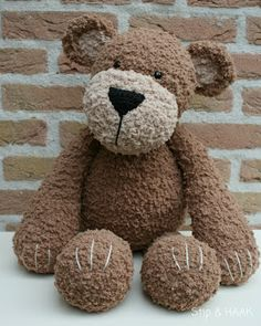 Gorgeous crocheted bear. I find fluffy yarn very hard to work with in stitch counting - I'm extremely impressed!