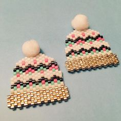 Je viens de finir mes petits bonnets @rose_moustache, car j'ai enfin trouvé les bons pompons chez @lapetiteepicerie. Je les adore #motifrosemoustache #rosemoustache #bonnet #hiver #winter #perles #miyuki #faitmain #jenfiledesperlesetjassume #pompon #lapetiteepicerie
