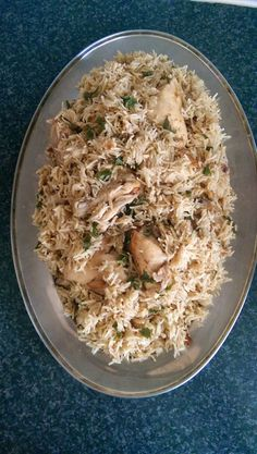 This chicken pilau is pulao rice common in the Pakistani, Punjabi/Karachi regions. What I loved most about this is that it is so delicious, full of fl. Rice Dishes, Food Dishes, Indian Food Recipes, Asian Recipes, Indian Chicken Recipes, Arabic Recipes, Halal Recipes, Ethnic Recipes, Easy Cooking