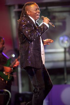 Earth Wind & Fire - vocalist Phillip Bailey...tonight at the Palace Theater Louisville... YAY!!!!
