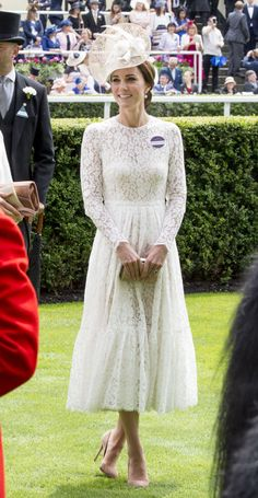 Here's What Kate Middleton Would Look Like as a Non-Princess Bride Kate Middleton Outfits, Kate Middleton Stil, Estilo Kate Middleton, Ascot Dresses, Tan Dresses, Maternity Dresses, Ascot Outfits, The Duchess, Duchess Of Cambridge