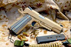 COLT-Pistole CQBP M45 A1 http://www.all4shooters.com/de/Artikel/Kurzwaffen/Colt-CQBP-M45A1-Pistolen-US-Militaer-Kurzwaffe/  As time goes by: Wo früher ein einfacher Web-Riemen die #Pistole am Schützen sicherte, schützt heute eine gefederte PVC-Spirale die M45A1 CQBP vor Verlust - und baumelt dabei nicht im Weg herum.
