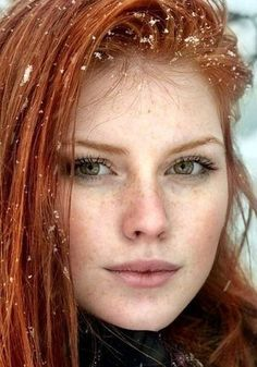 """yesgingerfriend: """"Feine Sommersprossen """" Discover tons of gorgeous redhead on Bonjour-la-Rousse Beautiful Freckles, Beautiful Red Hair, Gorgeous Redhead, Beautiful Eyes, Beautiful Women, Red Hair Woman, Strawberry Blonde Hair, Redhead Girl, Brunette Girl"""