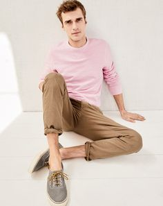 Front and center Clément Chabernaud sports a J.Crew garment-dyed sweatshirt stretch chino pants and Vans for J. J Crew Outfits, Sharp Dressed Man, Well Dressed Men, Golf Fashion, Mens Fashion, Fashion Clothes, The Fashionisto, J Crew Style, J Crew Men