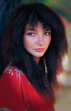 Kate Bush being Kate Hair Health And Beauty, Hair Beauty, Crimping Iron, Divas, Photography Movies, Queen Kate, Guns, Female Singers, Celebs