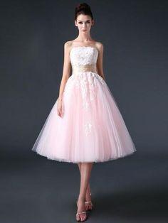 Hermosos vestidos con una falda de té: http://www.quinceanera.com/es/vestidos/estilos-de-vestidos-de-quince/?utm_source=pinterest&utm_medium=article-es&utm_campaign=021615-estilos-de-vestidos-de-quince
