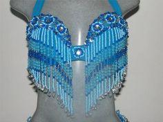 Roupa para dança do ventre, conjunto clássico: saia godê  em crepe com uma fenda, cinto de amarrar e top bordado com franjas. R$ 400,00