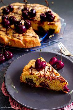 Prăjitură cu cireșe și ciocolată neagră | Bucate Aromate Baby Food Recipes, Dessert Recipes, Cooking Recipes, Something Sweet, Vegetable Pizza, Foodies, Waffles, French Toast, Deserts