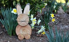 Blog post at Mom Unleashed : With Easter on it's way, I've been flexing my crafting muscles and coming up with some fun ideas for simple decor. Now, most of you know t[..]