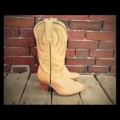 70's FRYE Boho Southwestern Cowboy boots sz. 6 Vintage 70's tan leather cowboy/girl stacked boots.   by, FRYE  size 6 B  MADE IN USA  Normal wear on leather heels and soles. In nice wearable condition. Frye Shoes