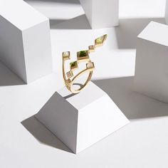 With sharp design and eye catching colours, this statement Spectrum ring will stand out for all the right reasons! #LFW #DesignerShowrooms #London #Green #Gold #Ring #CocktailRing #RedCarpet #Luxury #Fashion #RUIFIER #RUIFIERLondon #Jewellery #Jewelry