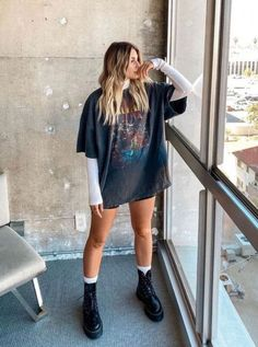 Skater Girl Outfits, Teen Fashion Outfits, Look Fashion, Fall Outfits, 2000s Fashion, T Shirt Fashion, Men Fashion, Grunge Winter Outfits, Soft Grunge Outfits