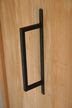 Minimal door www. Door Furniture, Furniture Hardware, Furniture Design, Architecture Details, Interior Architecture, Interior And Exterior, Knobs And Handles, Door Handles, Joinery Details