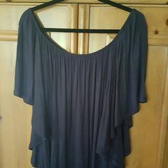 Cute flowy top Soft, rayon, flowy, wore once, perfect condition!! Navy blue. Tops Tees - Short Sleeve
