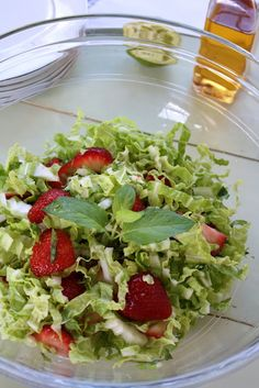 Napa Cabbage, Strawberry and Mint Salad Napa Cabbage Recipes, Napa Cabbage Salad, Picnic Salad Recipes, Mint Salad, Salad Bar, Vegetarian Cooking, Food For Thought, Vegan Recipes, Vegan Meals