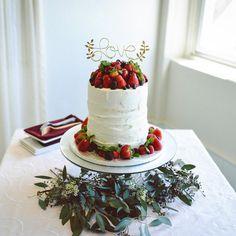❊ . Wedding Cake . いちごやベリー系のフルーツをふんだんに❁︎ ネイキッドでかわいいー アクセントにミントを少し... . 可愛さも美味しさも譲れないワガママ女の夢を 見事に叶えてくれました☺️♡ . . . #weddingcake#weddingparty#wedding#hawaiiwedding#ウエディングケーキ#ケーキトッパー#ハワイ#ハワイ挙式#海外挙式#結婚式#卒花#プレ花嫁 卒業#卒花嫁#披露宴#結婚パーティー#ウエディング#ウエディングフォト#ナチュラルウエディング