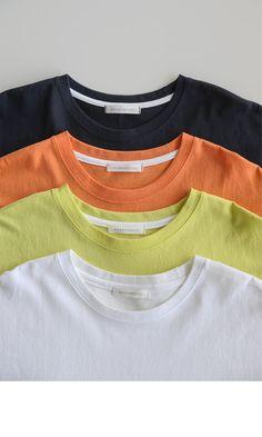 Tshirt Photography, Clothing Photography, Latest Fashion Clothes, Fashion Outfits, Foto Still, Nasa Clothes, Smart Casual Menswear, Shirt Mockup, Sport T Shirt