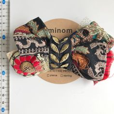 Hair Barrettes, Hair Bows, Diy And Crafts, Arts And Crafts, Textiles, Diy Accessories, Bandeau, Textile Art, Vintage Inspired
