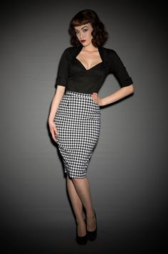 Pinup Girl Dixiefried Perfect Pencil Skirt in Houndstooth at Deadly is the Female Pin Up Outfits, Fashion Outfits, Vintage Style Dresses, Vintage Outfits, 1960s Fashion, Vintage Fashion, Deadly Females, Pinup Couture, Weekend Style