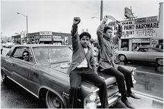 brown-berets-chicano-movement