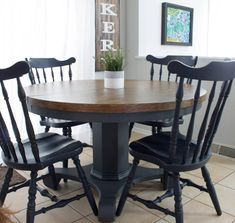 A round dining table makeover by Jenni of Roots and Wings Furniture. Find the most durable finish for a wood top dining room table in this post! Painted Kitchen Tables, Dining Table Makeover, Kitchen Table Makeover, Diy Dining Table, Refinishing Kitchen Tables, Wood Tables, Dining Sets, Kitchen Furniture, Dining Rooms