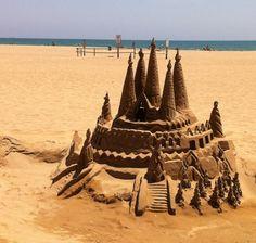Arte con arena en Platja de Castelldefels (Barcelona, Spain)