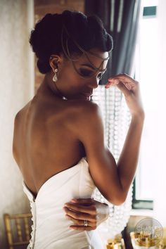Kinky hair hairstyle ideas for future bride - Bride & Wedding Network : Explore & Discover the best and the most trending wedding ideas Around the world Natural Hair Wedding, Natural Wedding Hairstyles, Natural Hair Brides, Bridal Beauty, Bridal Makeup, Bridal Hair, Afro Hairstyles, Bride Hairstyles, Hairstyle Ideas