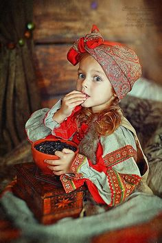author of photos Natalia Zakonova. she lives in St. Precious Children, Beautiful Children, Beautiful Babies, Beautiful People, Russian Beauty, Russian Fashion, Photo Zen, Cute Kids, Cute Babies