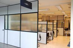 Os escritórios são ambientes que precisam de uma certa organização e decoração específica. Isso porque o ambiente de trabalho deve promover conforto, seriedade e qualidade para que as pessoas desem…