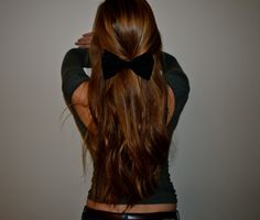 Simple bow, and longs curls