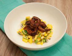 Pittige garnalen met mangosalsa; een gerecht dat zowel pittig als fris is. Extra lekker als de garnalen klaar zijn gemaakt op de barbecue.