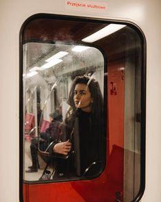IG: juliajanulewicz - looks - Photographie Film Photography, Creative Photography, Street Photography, Fashion Photography, Aesthetic Photo, Aesthetic Pictures, Urbane Fotografie, Photoshoot Inspiration, Belle Photo