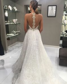 The sparkle in this @bertabridal skirt would be just perfect for a winter wedding, don't you think?