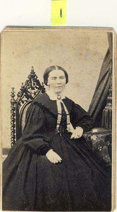 1860s CIVIL WAR TAX STAMP ANTIQUE VICTORIAN CDV ALBUMEN PHOTO LOVELY WOMAN