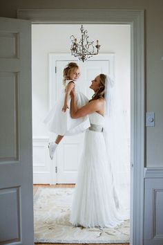 bride and flower girl wedding photo poses