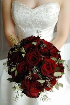 9 Enchanting Inspirational Winter Wedding Bouquet Ideas - Snowy White Bouquet - Red roses winter wedding flowers Looking for inspiration for your winter wedding bouquet? We've gathered 9 enchanting bouquet ideas to inspire you! Red Rose Bouquet, Red Bouquet Wedding, Burgundy Wedding, Bride Bouquets, Burgundy Bouquet, Wedding White, Wedding Flower Guide, Winter Wedding Flowers, Bridal Flowers