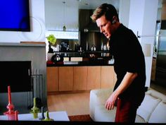 Noland from Revenge seems to like Global Views as well and has several items in his house including the Minaret Vases.