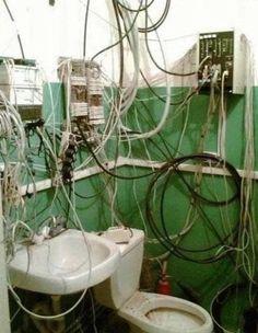 Qui a fait l'installation en premier : un  #plombier  ou  #électricien  ? En tout cas c'est pas nous on le jure :)   #plomberie   #électricité