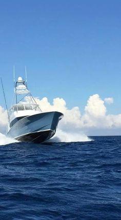 Heading offshore! #reellife #boats #gearthatfitsyourlifestyle www.reellifegear.com