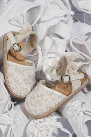 Μένη Ρογκότη - Παπούτσια βάπτισης περπατήματος για κορίτσι της Babywalker  εσπαντρίγια πέδιλο με ύφασμα μπροντερί και d6e65c26a00