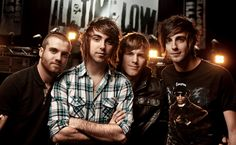 Image from http://www.mercurywheels.com/images/AllTimeLow_artistas.gif.