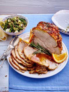 Während der Braten mit fruchtiger Kruste im Ofen ist, können ganz entspannt andere Dinge vorbereitet werden.
